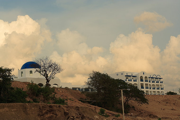 Thunderbird Resorts hotel overlooking Poro Point