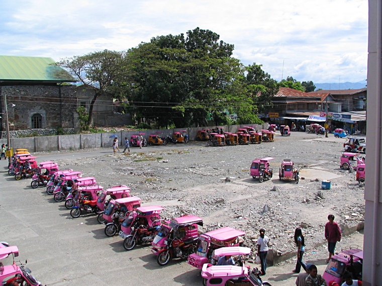 Balaoan Market parking